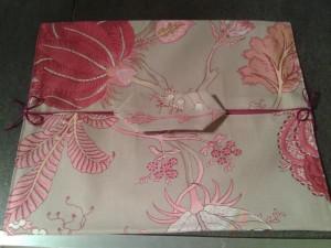emporte-plat-beige-motif-rose-2