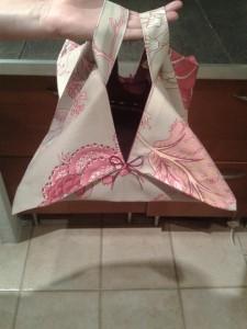 emporte-plat-beige-motif-rose