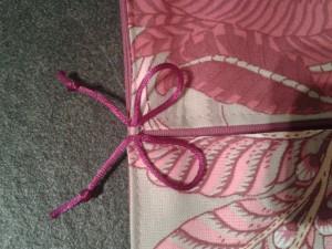 emporte-plat-beige-motif-rose-3