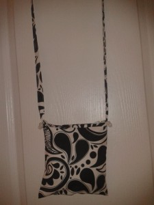 petite-poche-noir-et-blanche-motif-original