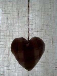 rideaux-marrons-avec-coeur-2