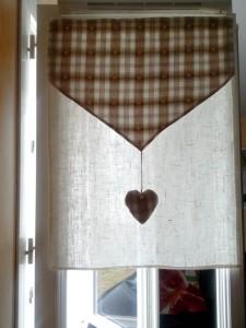 rideaux-marrons-avec-coeur