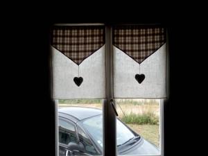 rideaux-marrons-avec-coeur-3
