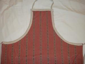tablier-cuisine-rouge-a-lignes-detail