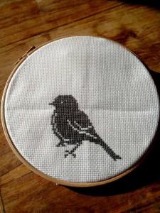 broderie au point de croix - petit oiseau